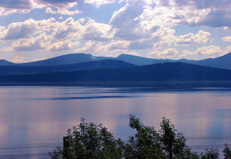Vue du lac Klamath dans l'Oregon où pousse l'Aphanizomenon Flos Aquae